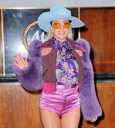 Lady Gaga va nhung trang phuc 'nong' nhat tuan qua - Anh 6