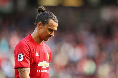 Tin chieu 24/10: Ibrahimovic thiet lap cot moc dang ho then - Anh 1