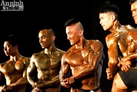 Luc sy Viet khoe co bap cuon cuon 'hut hon' phai yeu - Anh 14