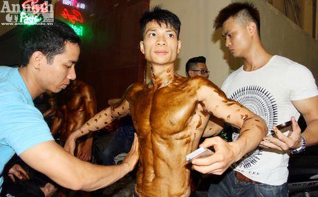 Luc sy Viet khoe co bap cuon cuon 'hut hon' phai yeu - Anh 1