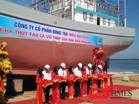 Quang Nam ha thuy tau ca vo thep cong suat lon dau tien - Anh 1