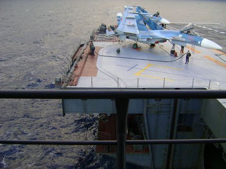 Vu khi tren tau san bay Nga sang Syria tham chien - Anh 7