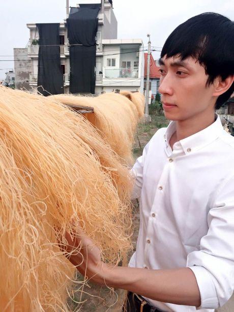 Chang trai tre gop phan lam hung thinh lang nghe truyen thong - Anh 1