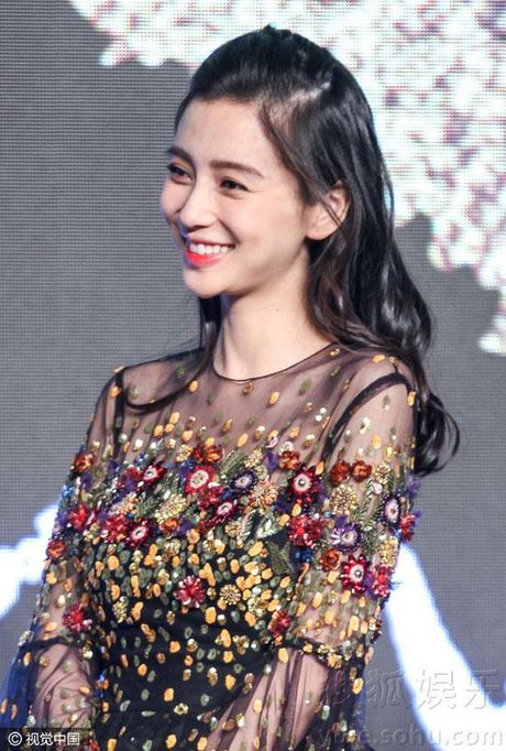 Ba bau Angelababy duoc Luong Trieu Vy, Kim Thanh Vu nang niu - Anh 1