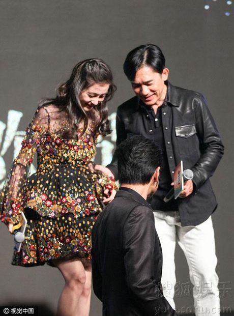 Ba bau Angelababy duoc Luong Trieu Vy, Kim Thanh Vu nang niu - Anh 4