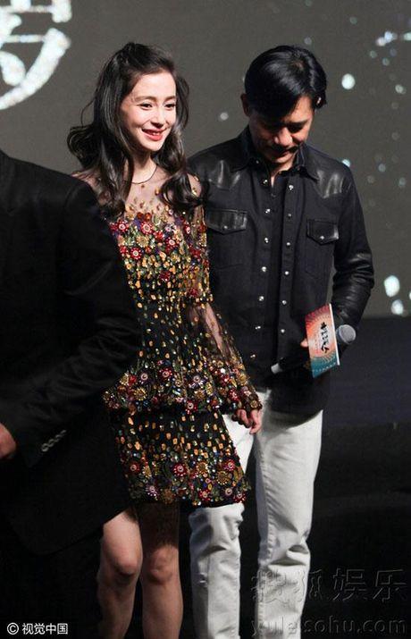 Ba bau Angelababy duoc Luong Trieu Vy, Kim Thanh Vu nang niu - Anh 5