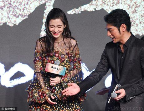 Ba bau Angelababy duoc Luong Trieu Vy, Kim Thanh Vu nang niu - Anh 6