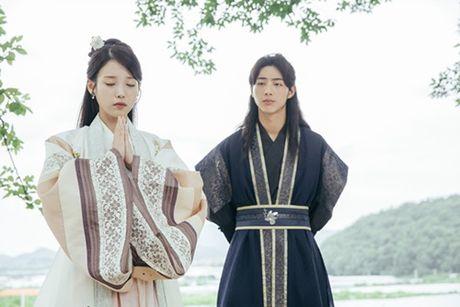 Sao Han 24/10: A Pink lo dang ngu kho do, Yuri hoa 'ba co' - Anh 1