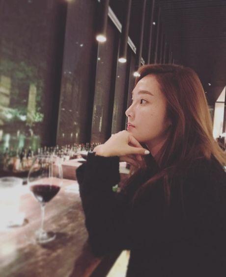 Sao Han 24/10: A Pink lo dang ngu kho do, Yuri hoa 'ba co' - Anh 3