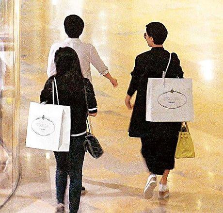 Clip: Ly Nha Ky than thiet Xa Thi Man di mua sam duoc bao HongKong dang tai - Anh 6