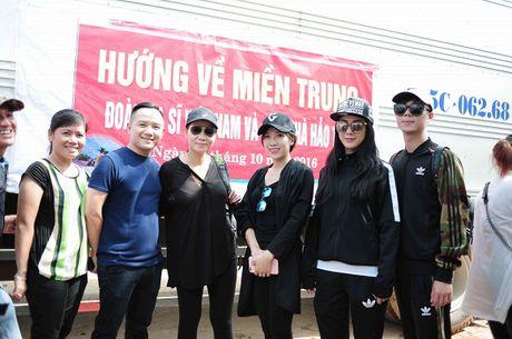 Thu Minh mac moc, gian di cung Trang Phap cuu tro mien Trung - Anh 10