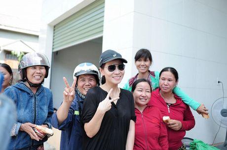 Thu Minh mac moc, gian di cung Trang Phap cuu tro mien Trung - Anh 11