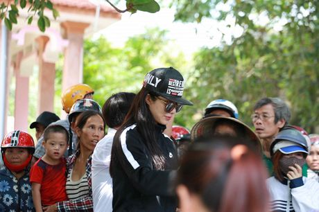 Thu Minh mac moc, gian di cung Trang Phap cuu tro mien Trung - Anh 13