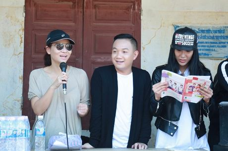 Thu Minh mac moc, gian di cung Trang Phap cuu tro mien Trung - Anh 3