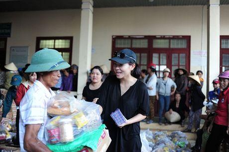 Thu Minh mac moc, gian di cung Trang Phap cuu tro mien Trung - Anh 9