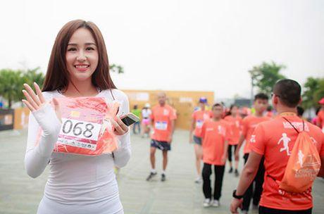 Mai Phuong Thuy khoe eo thon khi chay bo - Anh 1