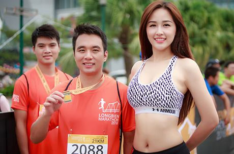 Mai Phuong Thuy khoe eo thon khi chay bo - Anh 6
