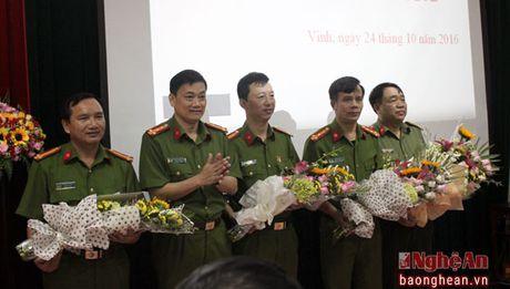 Khen thuong 2 chuyen an ve ma tuy cua Cong an TP. Vinh - Anh 4