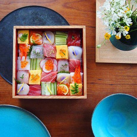 Mosaic sushi - Khi nhung mieng sushi tro thanh kiet tac nghe thuat tren ban an - Anh 1