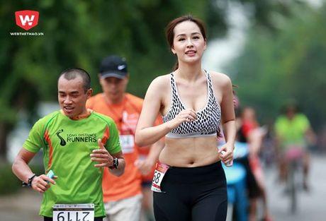 Mai Phuong Thuy oi! Dung tu bien minh thanh 'nan nhan' cua photoshop - Anh 4