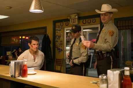 Jack Reacher: Never Go Back - Tom Cruise con lau moi chiu… xuong dinh - Anh 1