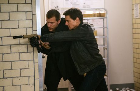 Jack Reacher: Never Go Back - Tom Cruise con lau moi chiu… xuong dinh - Anh 3