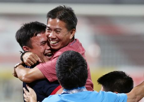 HLV Hoang Anh Tuan bat mi 'bi kip' danh bai U.19 Bahrain - Anh 1