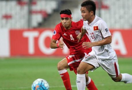 HLV Hoang Anh Tuan bat mi 'bi kip' danh bai U.19 Bahrain - Anh 2
