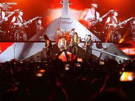 Huyen thoai Scorpions 'dot chay' san khau Monsoon 2016 cung hang van khan gia - Anh 3