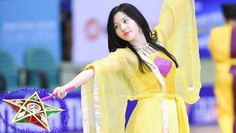 Hot girl 9X Ha Noi 'dot chay' san dau bong ro - Anh 1