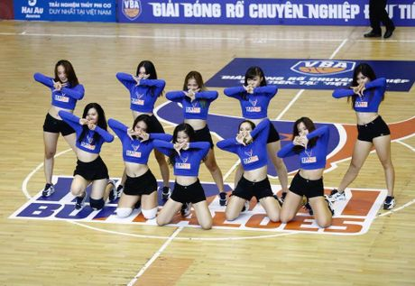 Hot girl 9X Ha Noi 'dot chay' san dau bong ro - Anh 3