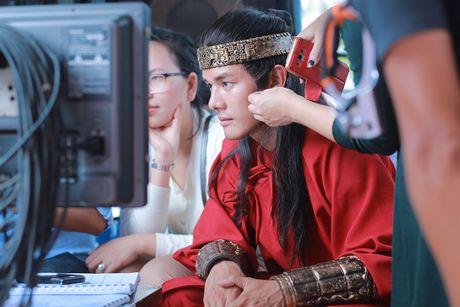 'Hau due Thanh Long' ve Viet Nam dong phim 'Luc Van Tien' - Anh 1