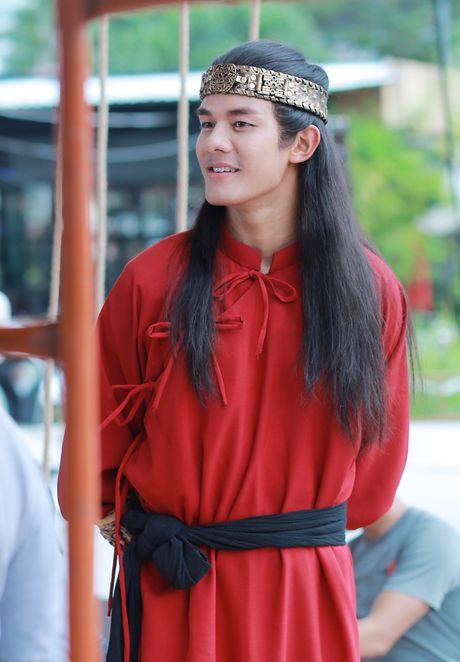 'Hau due Thanh Long' ve Viet Nam dong phim 'Luc Van Tien' - Anh 3