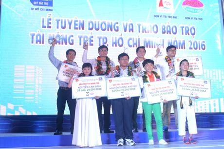 TP.HCM trao 200 trieu dong cho 20 tai nang tre nam 2016 - Anh 1