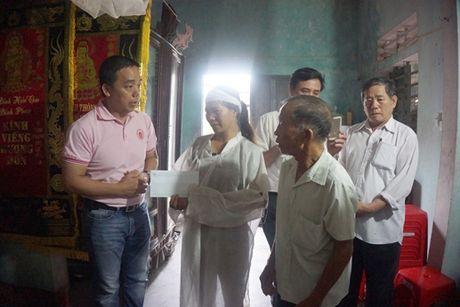 Ho tro khan cap 1.000 phan qua toi nguoi dan vung lu Quang Binh - Anh 2