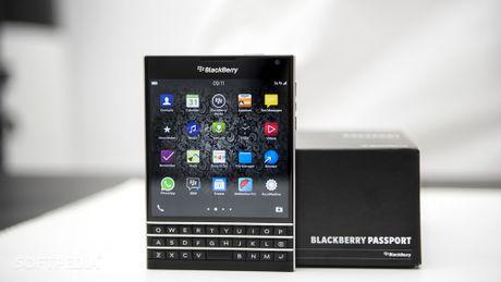 BlackBerry Passport giam tiep 4,5 trieu dong - Anh 1