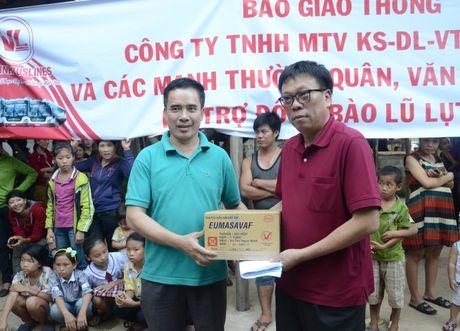 Hang cuu tro cua ban doc Bao Giao thong den vung ron lu - Anh 1