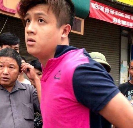 Ha Noi: Khoi to thanh nien 9X dam CSGT gay hai rang cua - Anh 1