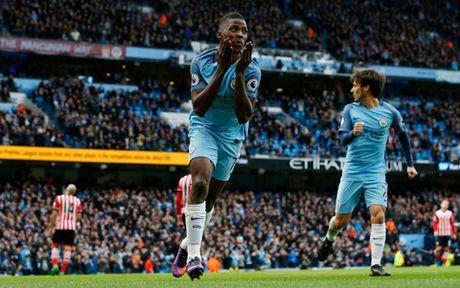 Guardiola: 'Man City mat diem khong phai vi cac sai lam ca nhan' - Anh 3