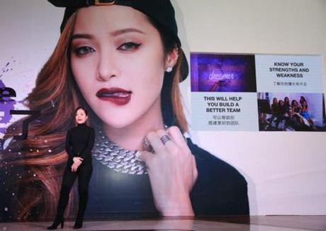 'Phu thuy trang diem' Michelle Phan tiep tuc 'lam mua lam gio' tren Youku - Anh 1