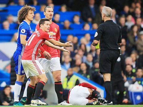 Graeme Souness: 'David Luiz dang bi duoi o tran Chelsea – Man United' - Anh 2