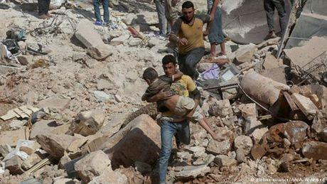 Tre em o Aleppo: 'Tha chet con hon tiep tuc song nhu the nay' - Anh 1