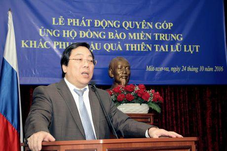 Dai su Viet Nam tai Nga phat dong ung ho dong bao mien Trung - Anh 1
