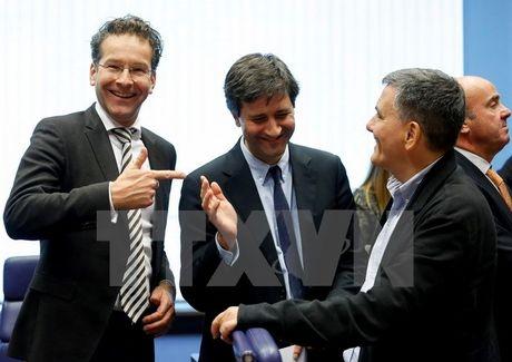 Eurozone dong y tiep tuc giai ngan 2,8 ty euro cho Hy Lap - Anh 1