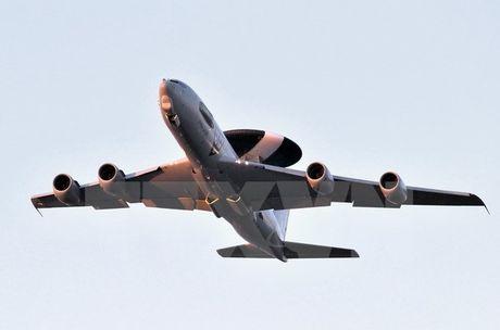 NATO trien khai may bay do tham AWACS chong to chuc IS - Anh 1