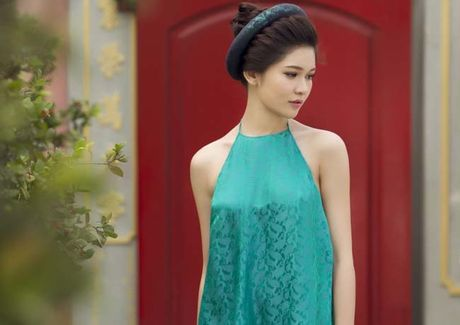 A hau Thuy Dung khoe vai thon voi yem lua xanh ngoc - Anh 1