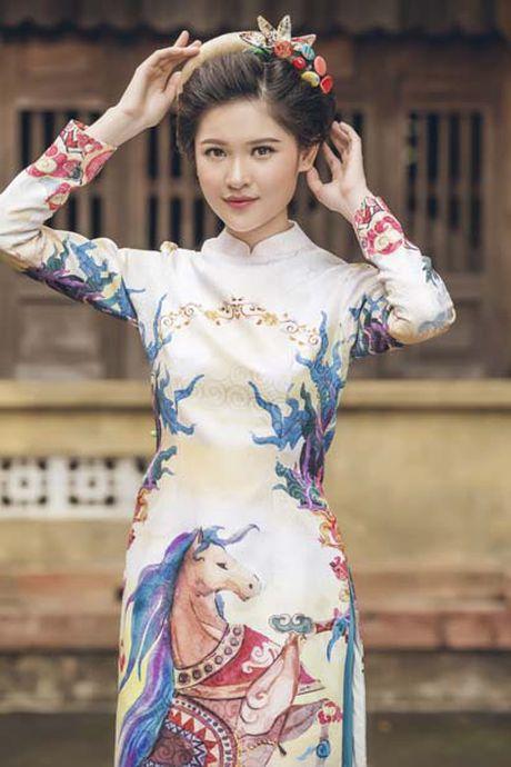 A hau Thuy Dung khoe vai thon voi yem lua xanh ngoc - Anh 6