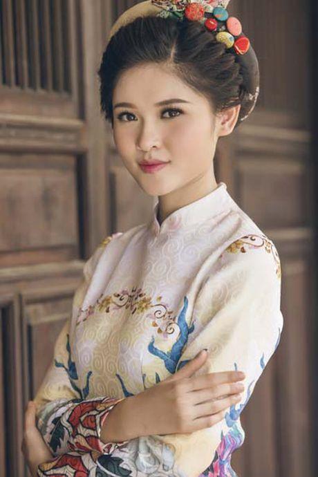 A hau Thuy Dung khoe vai thon voi yem lua xanh ngoc - Anh 7