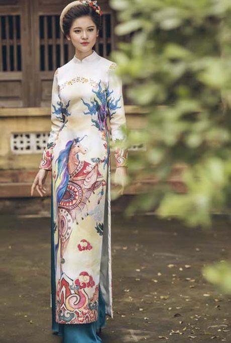A hau Thuy Dung khoe vai thon voi yem lua xanh ngoc - Anh 8