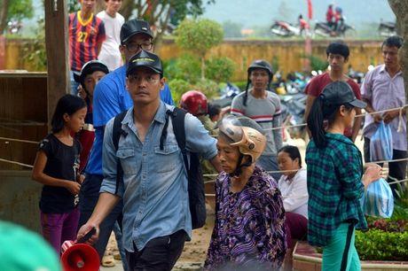 MC Phan Anh len tieng vu thon thu tien cuu tro cua dan roi chia lai - Anh 2